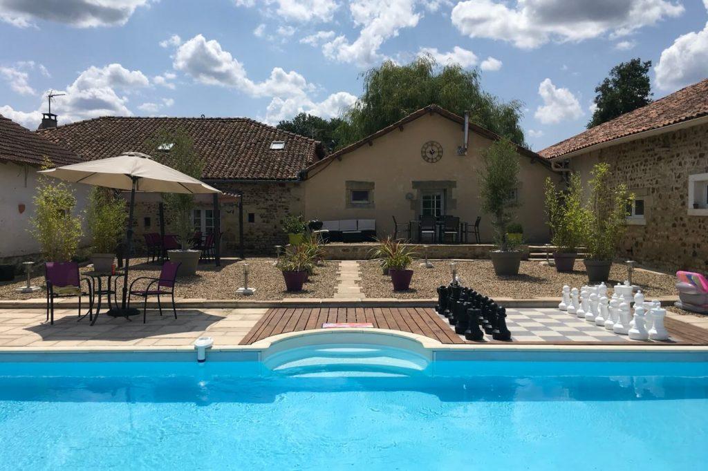chez-pouvet-gite-charente-swimming-pool-2